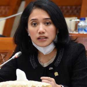Puteri Komarudin: Vaksinasi Dan Kepatuhan Prokes Jadi Prasyarat Kelangsungan Perekonomian