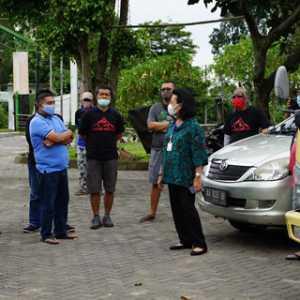 Krisis Air, GKR Hemas Dan Mas Marrel Turun Langsung Droping Air Di Kaliurang