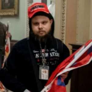 Pakai Tanda Pengenal Karyawan Saat Ikut Kerusuhan Di Capitol Hill, Pria Ini Dipecat Perusahaan