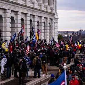Korban Jiwa Kerusuhan Capitol Hill Bertambah Jadi Empat, Polisi Temukan Dua Bom