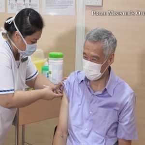 Perdana Menteri Lee Hsien Loong Jadi Orang Pertama Di Singapura Yang Disuntik Vaksin