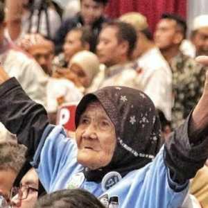 Salam Dua Jari Mbah Roisyah, Pendukung Militan Prabowo-Sandi Yang Meninggal Dunia