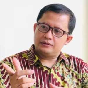 Kebijakan PPKM Skala Mikro Dinilai Terlambat, Ubedilah Badrun: Cara Berpikir Jokowi Harus Dikoreksi