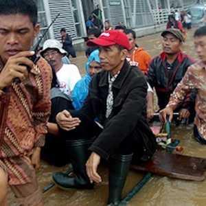 Gubernur Bisa Bilang, Banjir Lebih Mudah Diatasi Jika Jadi Presiden