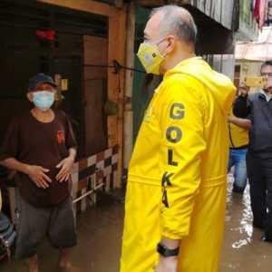 Serahkan Bantuan, Golkar Jakarta Minta Pengungsi Banjir Jaga Protokol Kesehatan