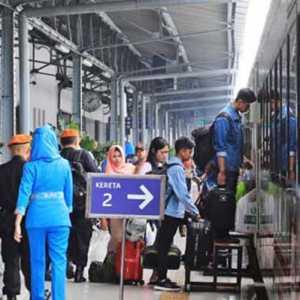 Dampak Banjir Jakarta, Penumpang Kereta Api Bisa Batalkan Tiket Hingga 30 Hari Ke Depan
