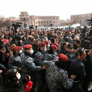Konflik Armenia: Setelah Tentara, Polisi Pun Ikut Bersuara Minta PM Pashinyan Mundur