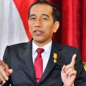 Waktu Tinggal Sedikit, Hensat Sarankan Jokowi Segera Rombak Kabinetnya