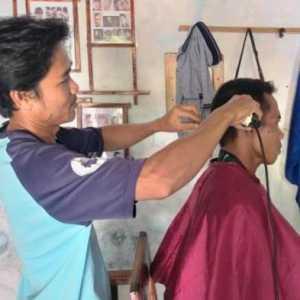 Pelatihan Tukang Cukur, Cara Bupati Cirebon Atasi Pengangguran