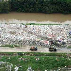 DLH Kabupaten Bekasi Bakal Tindak Tegas Pembuang Sampah Di Kali CBL