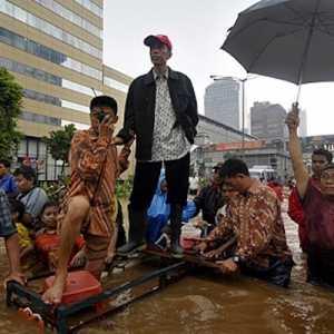 Momentum Jokowi Buktikan Penanganan Banjir DKI Itu Mudah