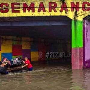 Banjir Ungkap Kedok Para Buzzer, Manusia Pemecah Belah Bangsa