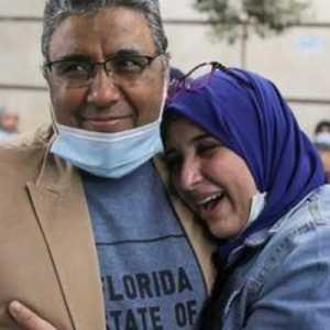 Empat Tahun Ditahan Mesir, Jurnalis Al Jazeera Kembali Ke Pelukan Keluarga