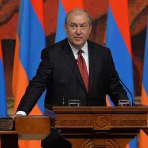 Presiden Armenia Tolak Perintah PM Pashinyan Untuk Pecat Kepala Tentara