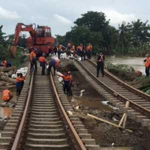 Sore Ini, KAI Targetkan Jalur Kedunggedeh-Lemah Abang Bisa Dilintasi
