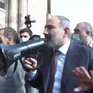 PM Armenia: Jika Presiden Gagal Memecat Kepala Tentara, Berarti Dia Juga Terlibat Kudeta Militer