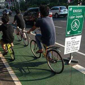 Bersepeda Di Luar Jalur Khusus, Pesepeda Di Jakarta Dianggap Langgar Aturan Lalu Lintas