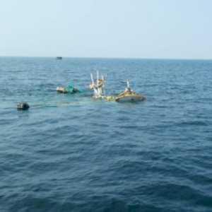 Kapal Tongkang Di Gili Ketapang Tenggelam Akibat Kelebihan Beban