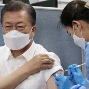 Persiapan KTT G7 Di Inggris, Presiden Moon Jae-in Disuntik Vaksin AstraZeneca