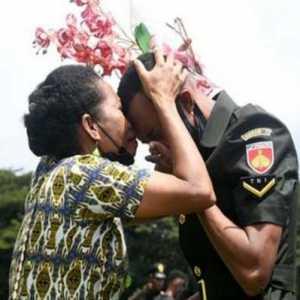 1.000 Orang Asli Papua Dilantik Jadi Bintara TNI AD, Tangis Haru Keluarga Pecah