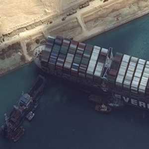 Kru Penyelamat Berhasil Bebaskan Kapal Ever Green, Terusan Suez Dibuka Kembali