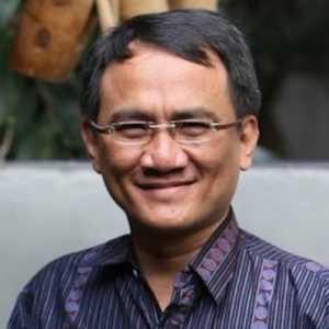 Andi Arief Beri Hormat Pada Petugas Yang Berhasil Menahan Terduga Pelaku Masuk Gereja