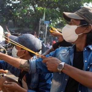 Dibombardir Serangan Udara, 3.000 Penduduk Desa Myanmar Kabur Ke Thailand