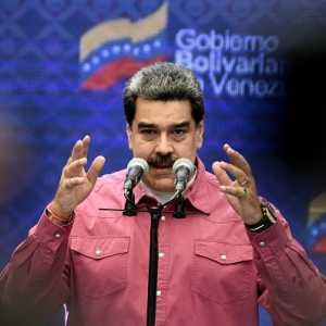 Venezuela: Pembekuan Akun Facebook Maduro Bentuk Totaliterisme Digital