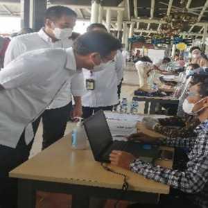 Pantau Vaksinasi Di Bandara Soekarno-Hatta, Menkes Budi Minta Pegawai Bawa Lansia Untuk Divaksin
