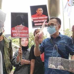 ProDem: Tangkap Herman Herry Dan Madam Maha Berani Koruptor Bansos