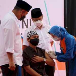 Tinjau Vaksinasi Di Ponpes Lirboyo, Menkes Sebut AstraZeneca Jadi Rebutan Negara Lain