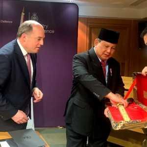 Diplomasi Keris Ala Prabowo, Buktikan Indonesia Sebagai Negara Pejuang