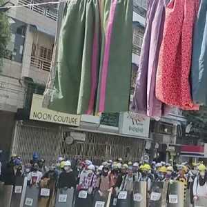 Aparat Blokir Jalan, Ratusan Pengunjuk Rasa Myanmar Terperangkap