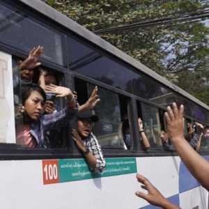 Junta Myanmar Bebaskan Ratusan Tahanan Yang Ditangkap Selama Aksi Demo