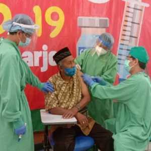 Prioritas Lansia, Calon Jemaah Haji Mulai Divaksin Di RSO Prof Soeharso