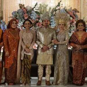Disela Kesibukan Pernikahan Atta-Aurel, Krisdayanti Juga Hadiri Pernikahan Putri Ketua Fraksi Golkar MPR