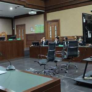 Jalani Sidang Perdana, Edhy Prabowo Dan Terdakwa Lain Hadir Secara Virtual