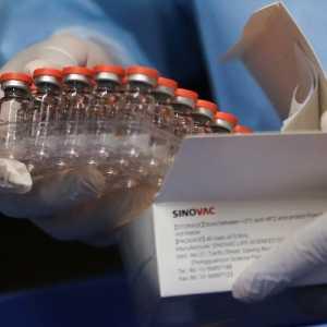 Beli 300 Ribu Vaksin, Guinea Dapat 200 Ribu Bonus Tambahan Dari China