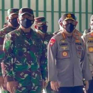 Kapolri Dan Panglima TNI Tinjau Langsung Serbuan Vaksin Covid-19 Di Natuna