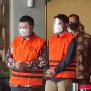 Bupati Bandung Barat Aa Umbara Dan Anaknya Kompak Kenakan Rompi Oranye KPK