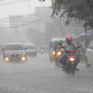 Hingga 9 April, Warga DKI Diminta Waspadai Potensi Cuaca Ekstrem