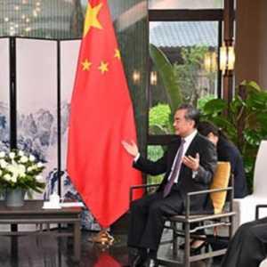 Terima Kunjungan Menteri Luar Negeri Singapura, Wang Yi Bahas Covid Hingga Myanmar