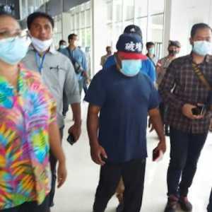 Terapi Kaki, Alasan Gubernur Lukas Enembe Naik Ojek Ke Papua Nugini Lewat Jalur Tikus