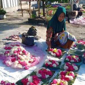 Jelang Ramadan, Penjual Bunga Ziarah Kubur Bisa Untung Hingga Rp 350 Ribu