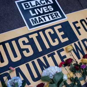 Polisi Yang Menembak Daunte Wright 'Dengan Tidak Sengaja' Dituntut Dengan Dakwaan Pembunuhan