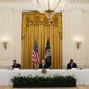 Rapat Kabinet Pertama, Biden Bahas Rencana Proyek Infrastruktur Senilai 2 Triliun Dolar