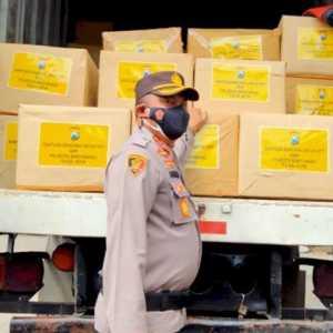 Lima Polres Tapal Kuda Kirim Bantuan Untuk Korban Banjir Bandang NTT