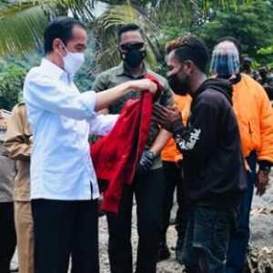 Bakal Lengser 2024, Pengamat: Ngapain Pencitraan Bagi-bagi Jaket, Mending Jokowi Tinggalkan Warisan Selain Utang