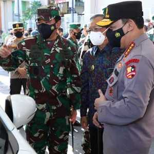 Bersama Kapolri, Panglima TNI Tinjau Vaksinasi Pelaku Pariwisata Di Bali