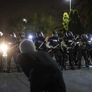Minnesota Berlakukan Jam Malam Pasca Kerusuhan Aksi Protes Penembakan Pria Kulit Hitam